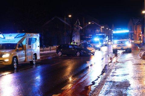 TRAFIKKULYKKE: To biler var involvert i trafikkulykken i Hønengata.