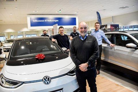 GODE KOLLEGER: Stein Ivar Larsen sammen med noen av de gode kollegene hos Hamax Auto: Fra venstre: Lars Eng, Bjørn Andreassen, Martin Svenstad og Eirik Trygve Heiberg.