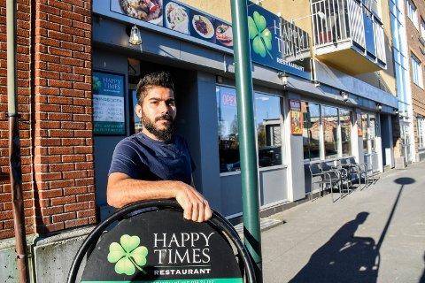 NY EIER: Farman Salman driver Happy Times restaurant i Fossveien i Hønefoss.