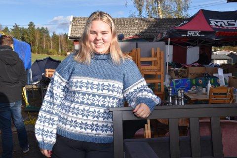 TOK TUREN: Liv Hanna Sørum brukte lørdagen på loppemarked, og fikk blant annet kjøpt seg nye julenisser.