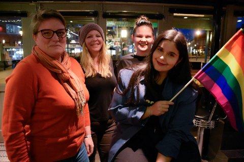 FOSSEPRIDE: Nathalie Håkenstad, Trude Marthinsen, Monica Vangen og Sara Karlengen brenner for å skape et fast skeivt miljø i Hønefoss i tillegg til å arrangere Fossepride.