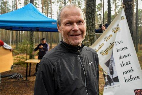 GLAD FOR Å KUNNE LØPE: Øystein Ringnes fullførte Hank Williams minneløp sist helg på litt over 23 minutter. I 2019 kunne han knapt gå 100 meter.