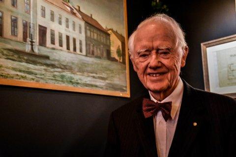 90 ÅR: Fridthjof Jørgensen feiret dagen i de gamle gullsmedlokalene på Søndre Torg.