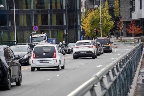 UTENOM DETTE: Mange kan spare tid på å velge alternative ruter utenom bybrua i ukene som kommer. Fra mandag av vil det bli stengning av ett kjørefelt i forbindelse med rehabilitering av brua.