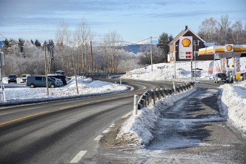 ASFALTERES: Hele strekningen Nøkleby-Gardhammar får ny asfalt i år. Der finner vi blant annet sentrum av Veme.