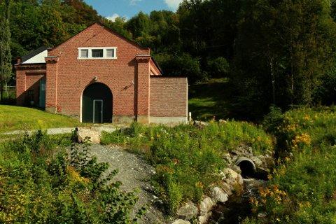 1912: Kraftstasjonen i Åsa sto ferdig i 1912 og utnytter et fall  mellom Damtjern på Krokskogen og Steinsfjorden,