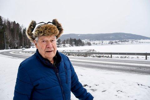 STATUE: Gunnar Gravingen ønsker seg en stor, belyst glass-statue ute i Verkevika på Jevnaker.