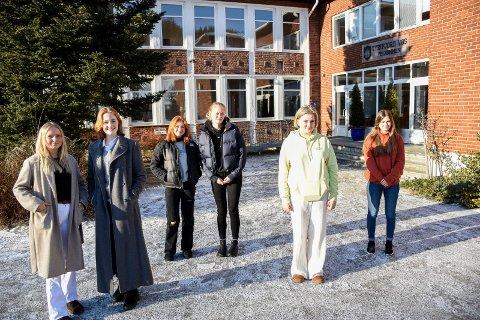 RÅD TIL STATSRÅDEN: Disse seks Tyrifjord-elevene var med på å snakke med statsråd Kjell Ingolf Ropstad. Fra venstre: Ingrid Magdalene Wik Risøy, Annika Helen Evjen Schinnes, Lillian Kassem, Elida Tinholt, Hanna Sælid Heier og Chatarina Krey.