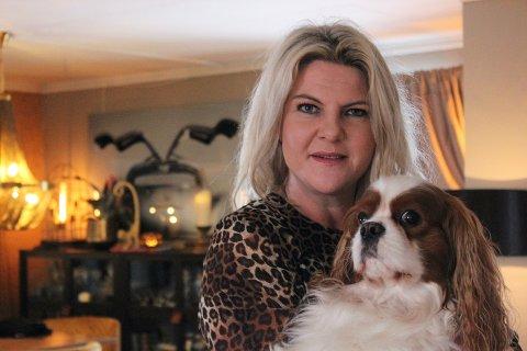 IKKE REDD: Boligstylist Heidi Michalsen er ikke redd for gjenstandene hun har i huset. – Dette er ikke et perfekt hjem