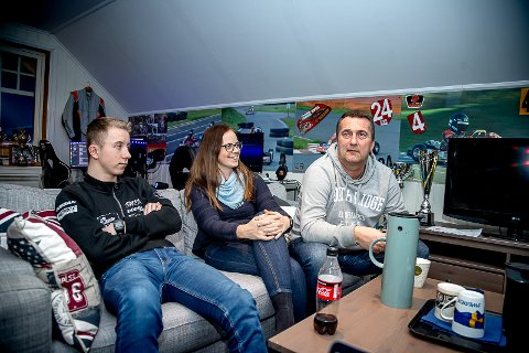 Hjemme hos Niklas Eker Abrahamsen i Tyristrand i forkant av 2021-sesongen. Hele familie trår til for at Niklas skal kunne kjøre fortest mulig.