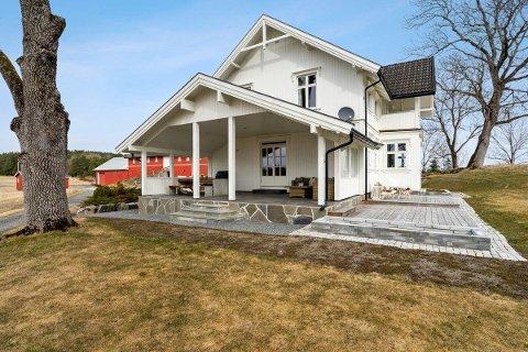 SOLGT: Grefsrud gård skiftet fikk nye eiere tidligere i år.