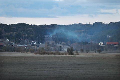 GODT SYNLIG: Røyken kunne sees i området fredag kveld.