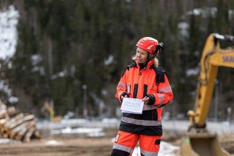 PROSJEKTLEDER: May Bente Hiim Sindre er prosjektleder for strekningen Sandvika-Skaret. Her er hun under åpningen av anleggsarbeidet med Bjørum-Skaret.
