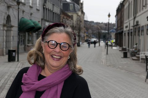 MYE Å BY PÅ: Unni Carlsen mener at Hønefoss og Ringeriksregionen har mye å by turister, blant annet et hyggelig sentrum.