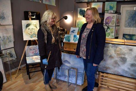 MOR OG DATTER: Britt sammen med datteren Annette Berg, som sammen med søsteren Katrine ga mamma et atelier i fødselsdagspresang.