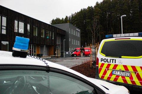 SLAG I HODET: En elev ble hentet med ambulanse etter en hendelse på Ullerål skole mandag.