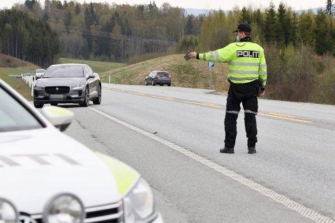 – LÅ JO BARE LITT OVER: Det er faktisk de yngste og de eldste som bryter færrest trafikkregler når de kjører bil, sier viser en fersk Norstat-undersøkelse.