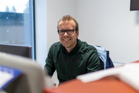 SJEKKER FORHOLDENE: – Kontrollen av høyspentnettet er viktig for å sikre stabil strømforsyning, sier Tor Jørgensen i Ringerikskraft Nett.