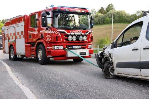 BERGING: Brannvesenet ryddet veien da de kom til stedet.