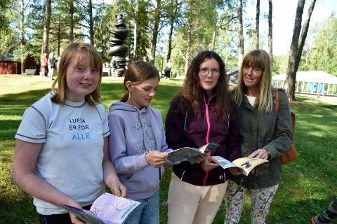 STAS: Lærer Christin Flatum og sjetteklassingene Emilie Stordal, Nathalie Haga og Else Sofie Pedersen satte stor pris på å fylle en av de siste skoledagene med spennende Kistefos-besøk.