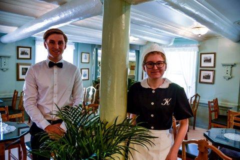 GLEDER SEG: Håkon og Guro Guldal gleder seg til å drive kafeen i Galleri Klevjer i sommer.