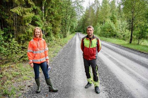 HOGST: Jorunn Kveim Låte og Kjetil Røste midt i området hvor det skal hugges for å legge til rette for arkeologiske utgravinger.