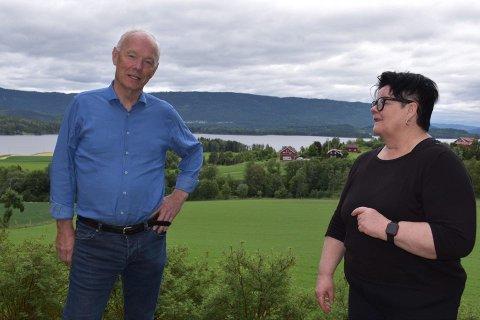 ULIKE SYN: Per Olaf Lundteigen og Anita Haugland Gomnæs ser svært ulikt på Ringeriksbanen.