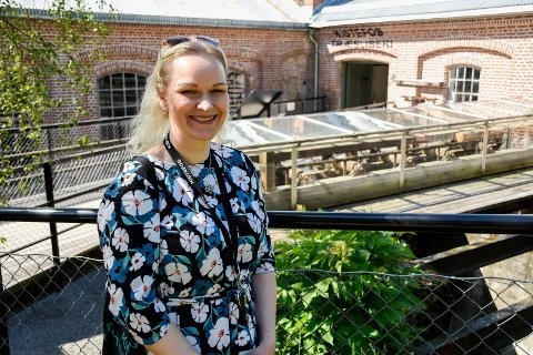 KURATOR: Lena Brune Hamborg er kurator ved sliperimuseet på Kistefos. Den siste nyvinningen i de gamle fabrikklokalene måtte ha en aldri så liten koronatilpasning.