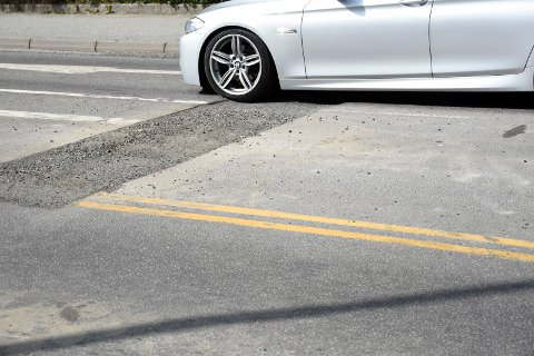 SKARPE KANTER: Lav fart har vært en fordel i passeringen av de to lyskryssene i Kongens gate.