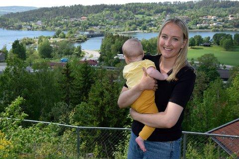 RETTIGHETER: - Fars rettigheter bør ikke være betinget av mor, mener Sandra Bruflot (H), her med lille Torstein på armen.