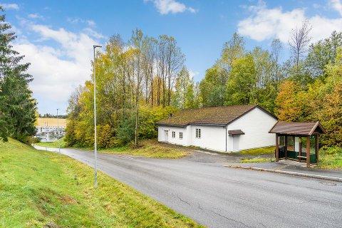 TIL SALGS: Nylig ble denne eiendommen i Ringerike lagt ut for salg.