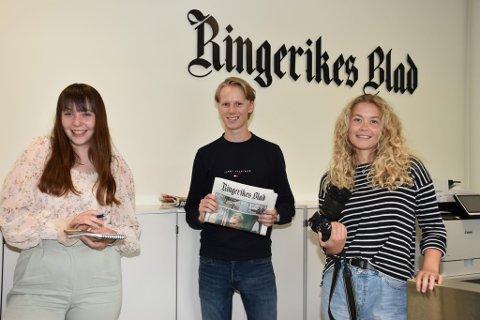 I GODE HENDER: Minda Persvold, Axel Solheim og Idun Audunsdatter Tingleff skal passe på at du hele tiden er får de siste nyhetene i Jevnaker, Ringerike og Hole i sommer.
