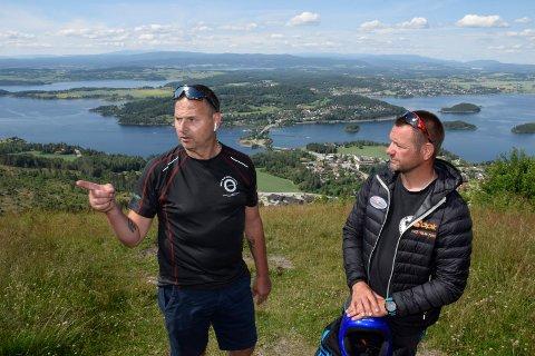 TETT: Grunneier Knut Olav Sundland og Roy Storli i Oslo Paragliderklubb har tett og god dialog om planene.