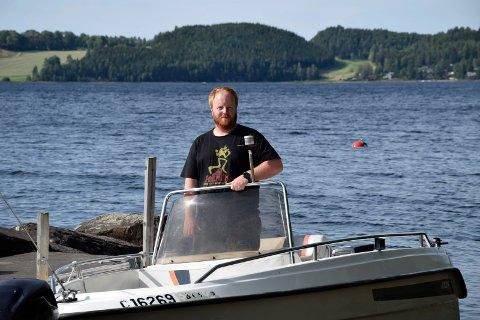 DRO UT: Med denne båten dro Christer Lillestrøm og bestefaren ut på Tyrifjorden og reddet AUF-ungdommer.