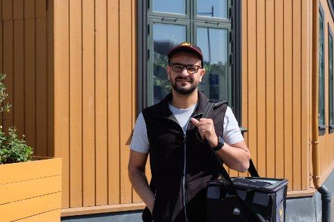HJEMLEVERING: Hafez Yathedy har planer om å levere mat fra Salt & Pepper. Andre lokale restauranter er han allerede i gang med å levere for.