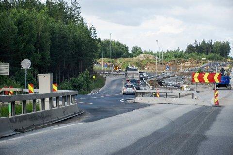 MIDLERTIDIG: Veien inn mot rundkjøringen er en midlertidig løsning.