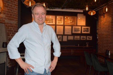 FORNØYD: Eier Johan Jørgensen er fornøyd med at han endelig kan ta i bruk den nyoppussede delen av lokalet.