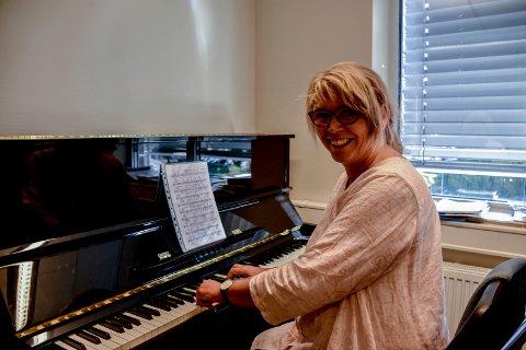 PIANO OG SANG: Grethe Ghanizadeh har undervist på kulturskolen nesten helt siden starten.
