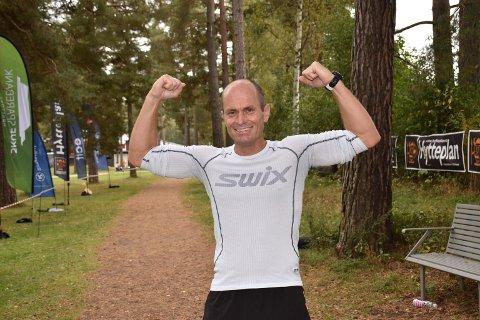 LAR SEG IKKE SKREMME: Veteranen Robert Hansen lar seg ikke skremme av de yngre løperne. Under årets løp, sprang han mot løpere som var mye yngre enn han selv.