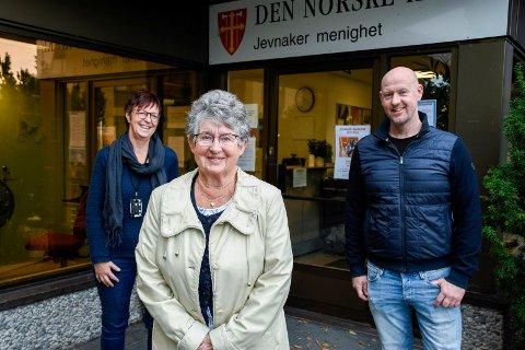 OVER TIL RINGERIKE: Mari Freitag, Anne-Lise Hagen og Stian Roos skal flytte Jevnaker menighet over i nytt bispedømme og nytt prosti.