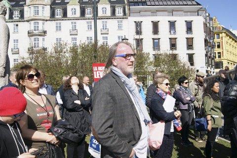 Slutter: Bjørn Sverre Sæberg Birkeland trekker seg som styrelder i KIL etter å ha hatt vervet i 6 år. Her er han foran Stortinget i en demonstrasjon for bevaring av lokalsykehusene.