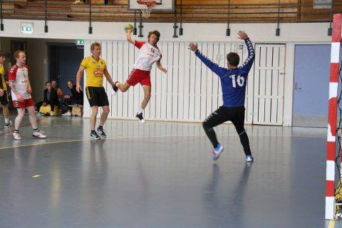 KLARE TIL DOBBEL_MATCH: Unggutta Daniel Falck og Isak Langeland er klare som egg til dobbeltkamp i Rjukanhallen lørdag.