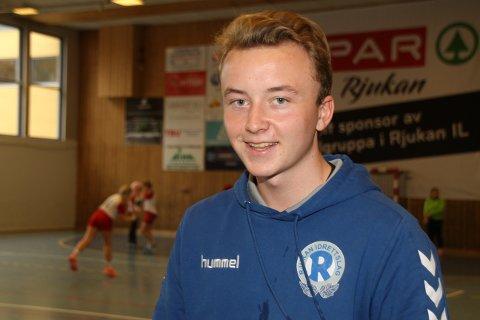 NY DEBUTANT: Emil Johnsen Snersrud fikk sin A-lagsdebut, og kvitterte med to mål