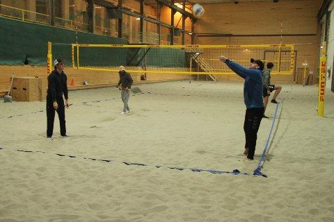 MYE BRUK: Saaheim sandhall har igjen brukbar varme for gode treninger i sandvolleyball.  - Hver tirsdag og torsdag kveld er det helt åpne treninger for de som vil lære mer, sier Jan Erik Moen i RIL Volleyball.