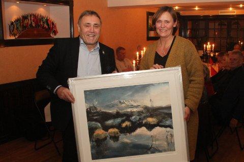 HEDERSPRIS: Åshild Langeland fikk onsdag kveld Lions Hedersprisen for sin store frivillige innsats i Rjukans idrettsliv før hun fikk jobben som leder av Rjukan Frivilligsentral.