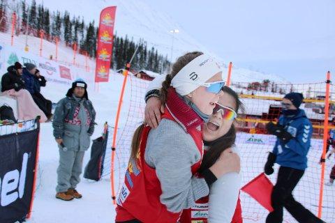JUBEL:Emma Haugen Cvetcovic og Victoria Grefal overrasket alle, seg selv inkludert, og spilte seg til bronsefinale i NM snøvolleyball.