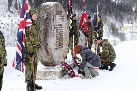 VEMORK:  Den 8.mai blir det kransnedleggelse  og foredrag på Vemork. Bildet viser sist det  ble  lagt ned krans her.   H.K.H. Kronprinsregent Haakon  og den britiske ambassadøren på Vemork-75 års markeringen for Tungvannsaksjonen den 28.februar.