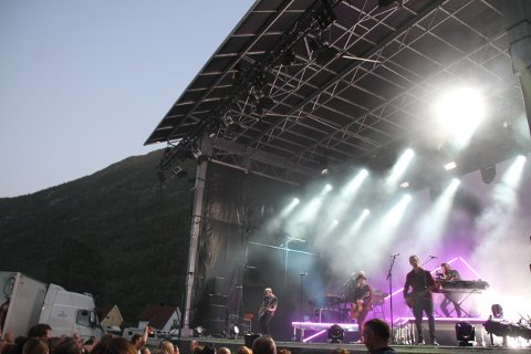 UNGDOMSSMELL: Etter første dag av 2018-festivalen er det bare lørdagen som kan redde et 20-årsjubileum for Rjukan Rockfestival neste år.