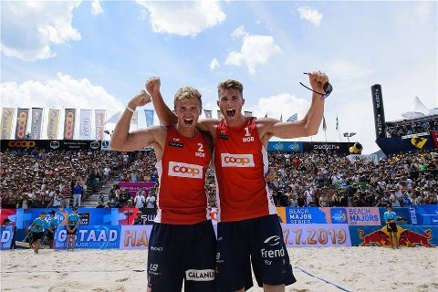 TIL TOPPS: Anders Mol (t.h.) og makker Christian Sørum sikret seg løndag kveld sin aller første verdensseriefinaleseier.
