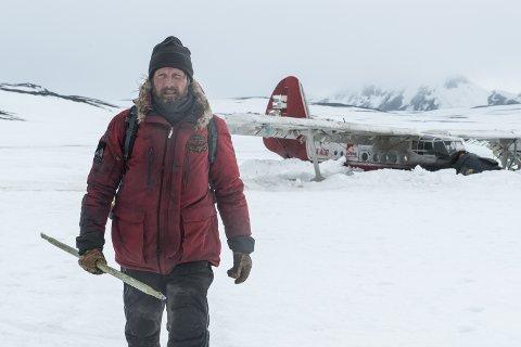 ARCTIC: Mads Mikkelsen spiller rollen som forsker Øvergård som på oppdrag i den arktiske tundraen blir tvunget til å nødlande sitt fly i isødet.